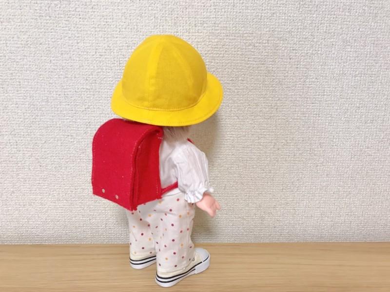 メルちゃんランドセルと黄色い帽子で小学生スタイル